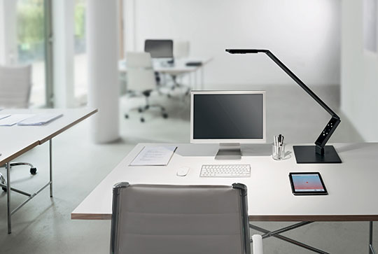 Luctra Linear Table Pro LED Desk Lamp